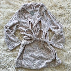 Ulta soft pink snow leopard plush robe